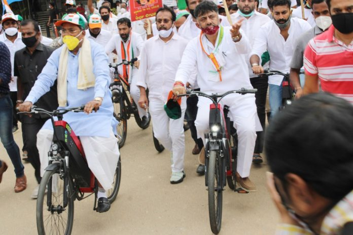 Peoples pain due to rising petrol and diesel prices, Congress protest