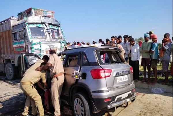 Car and truck collide sachkahoon