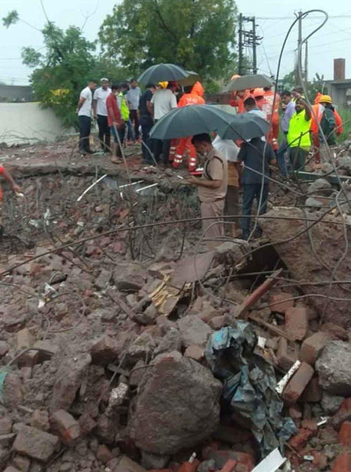 Gurugram building accident SACHKAHOON