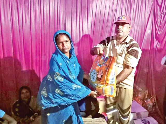 बिहार (सच कहूँ न्यूज)। ब्लॉक समस्तीपुर की साध-संगत ने 10 जरूरतमंद परिवारों को राशन वितरित किया।